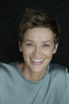 50 latest short haircuts for women 50 Neueste Kurzhaarschnitte für Frauen 2019 Did you cut your hair before? If you don't take a short haircut, you can hesitate! Morena Pixie, Brünetter Pixie, Pelo Pixie, Latest Short Haircuts, Short Pixie Haircuts, Girl Haircuts, Pixie Haircut Thick Hair, Wavy Hair, Short Red Hair