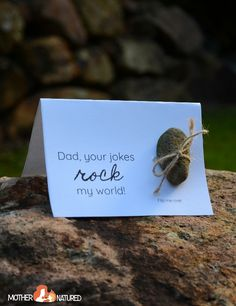 Do you want Father's Day Gift that's going to be SIMPLE to prepare, EASY TO MAKE and LOOK SPECTACULAR, even when made by kids? These Father's Day Nature Cards are perfect!