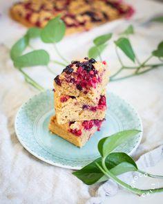 Muhkea marjapiirakka | Chocochili Krispie Treats, Rice Krispies, Margarita, Cereal, Baking, Breakfast, Desserts, Food, Morning Coffee