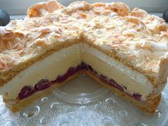 Gewitter-Torte mit Schmand (Kirschsaft mit Tortenguss abbinden, über die Kirschen geben und abkühlen lassen - KH)