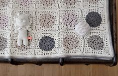 Simona blanket! … the colors: cream, oatmeal, khaki, dark gray and pale pink.