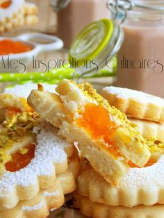 Sablés fondants a la confiture - Foods Schmuck Damen Biscotti Cookies, Almond Cookies, Jelly Cookies, Yummy Cookies, Cookie Recipes, Dessert Recipes, Algerian Recipes, Arabic Food, Bananas