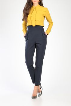 https://www.tghfashion.com/isabel-chic-v-split-high-waist-cropped-pants-p1304?idv=16892
