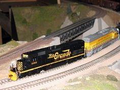 How to Repair a Model Train Engine #electrictrainsets Rio Grande, Escala Ho, Model Training, Lionel Train Sets, Electric Train Sets, Hobby Trains, Train Engines, Model Train Layouts, Models