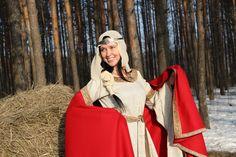 """Mittelalter Kleid aus Leinen und Umhang aus Wolle """"Anna von Kiew""""  Kleid: http://armstreet.de/shop/gewandung/mittelalter-kleid-aus-leinen-anna-von-kiew"""