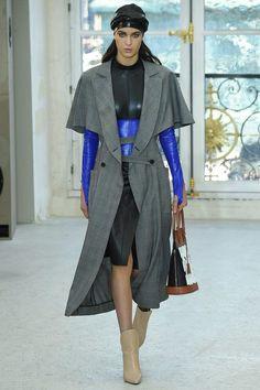 Louis Vuitton Spring 2017 Ready-to-Wear Fashion Show - Mary Dussarrat