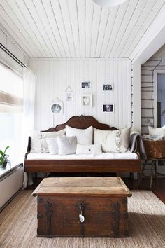 Interior Paint, Interior Design, Bright Paintings, Sofa, Country Life, Kitchen Decor, Sweet Home, Home And Garden, Relax