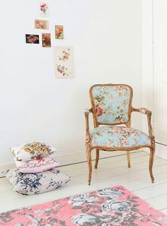 F ℓ o r a l . I n t e r i o r s - gorgeous pink rug and floral chair!
