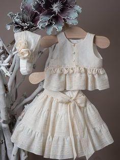 Baby Girl Dress Patterns, Toddler Girl Dresses, Little Girl Dresses, Cotton Frocks For Kids, Kids Frocks, Girls Frock Design, Baby Dress Design, Kids Blouse Designs, Anaya