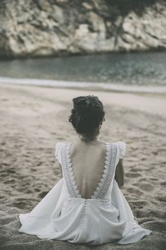Looking for the perfect wedding dress? These are the most beautiful wedding dresses in history would look glamorous on all sorts of brides-to-be Wedding Jumpsuit, Boho Wedding Dress, Wedding Bride, Bridal Dresses, Wedding Gowns, Dream Wedding, Wedding Designs, Wedding Styles, Bridal Tips