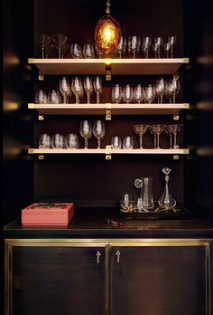 A gorgeous little mini bar in a Soho duplex penthouse. Interior design by Kara Mann. Closet Bar, Le Closet, Coin Bar, Office Bookshelves, Bookcases, Mini Bars, Bar Areas, Butler Pantry, Wet Bars