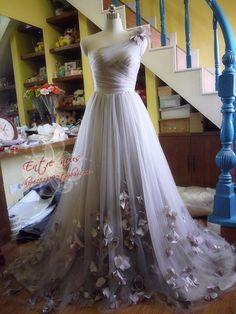 Beautiful shoulder noble purple gray wedding dress.