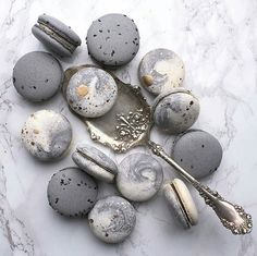 marble macaroons by @krystelsconfections looks yummy and that spoon...@georgiannalane  #foodwithcouturenotebook
