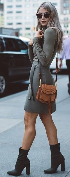 60 Fall Street Style Trends To Copy Right Now Street Style Trends, Look Fashion, Trendy Fashion, Womens Fashion, Gq Fashion, Fashion Skirts, Fashion 2017, Fashion Outfits, Cute Fall Outfits
