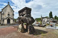 Dolmen de Confolens - Charente, via Flickr.