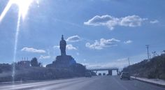 Entrada a Santiago de Querétaro - Carretera México-Querétaro - Monumento al cacique otomí Conín (Fernando de Tapia) fundador de la Ciudad de Querétaro en 1529.