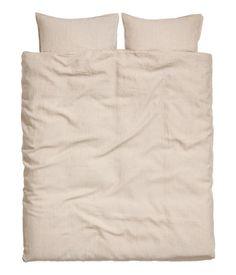 Wit. PREMIUM QUALITY. Een tweepersoonsdekbedset van gewassen linnen (draaddichtheid 104) met een dubbelgestikte zoom. Het dekbedovertrek heeft blinde