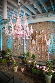 Casamento no estilo Marie Antoniette - Pink chandelier | Frances Photography | see more on: http://burnettsboards.com/2015/08/modern-marie-antoinette/