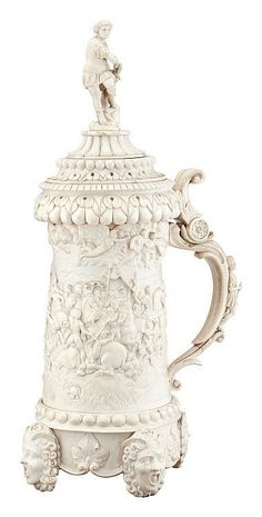Ivory tankard with battle of the Milvian Bridge. 19th C. Carved ivory.