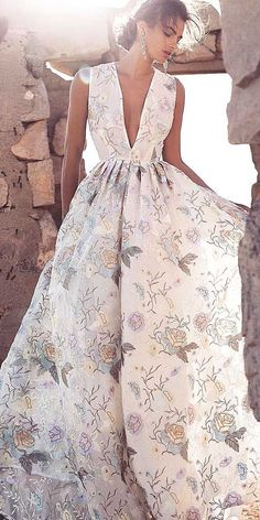 floral wedding dresses via lurelly - Deer Pearl Flowers / http://www.deerpearlflowers.com/wedding-dress-inspiration/floral-wedding-dresses-via-lurelly/