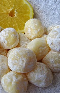 White Chocolate Lemon Truffles ~ Easy recipe with only 6 ingredients! Silky smooth, creamy and delicious due to the white chocolate, these lemony truffles will surely impress. Makes a lovely gift! Use sugar free white chocolate and powdered erythritol Lemon Desserts, Lemon Recipes, Just Desserts, Sweet Recipes, Lemon Candy Recipe, Candy Recipes, Dessert Recipes, Recipes Dinner, Lemon Truffles