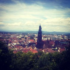Der Schlossberg ist der Hausberg von Freiburg. Dieser Aussichtspunkt bietetneben der sehr schöner Aussicht auch ein tolels Gastronomisches Angebot mit dem Restaurant Dattler.. http://freiburg-entdecken.de/freiburg-kanonenplatz/