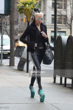 Daphne Guinness seen out in Upper East Side on APRIL 2015 in New York, New York. Get premium, high resolution news photos at Getty Images Daphne Guinness, Isabella Blow, Hero Costumes, Global Style, Crazy Shoes, Fashion Sketches, World Of Fashion, Style Icons, Fashion Models