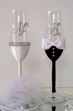 Svadbene čaše Hand Decorated Wedding Champagne Glasses wedding glass for guests;wedding glass for bride and groom;wedding glass for bridal party Marie's Wedding, Wedding Crafts, Wedding Decorations, Table Wedding, Wedding Wine Glasses, Wedding Flutes, Wine Glass Crafts, Wine Glass Set, Bride Wine Glass