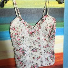 Cute corset like Top Floral patterns and lace, this tank top is in perfect condition Tops Tank Tops