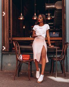 giving us casual chic with this look Mode Outfits, Girl Outfits, Fashion Outfits, Fashion Trends, Fasion, Dress Fashion, Fashion News, Black Girl Fashion, Look Fashion