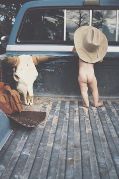 Ok cuter hahaha little cowboy pic will probably be inevitable anyway! Baby Boys, Baby Boy Cowboy, Little Cowboy, Baby Boy Country, Country Baby Pictures, Baby Boy Pictures, Cowboy Photography, Children Photography, Newborn Photography