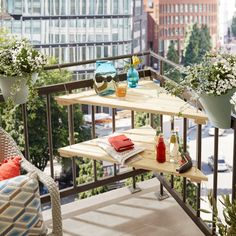 Spruce Up Your Balcony for the Summer Luxury - futuredesign Small Balcony Design, Small Balcony Garden, Small Balcony Decor, Apartment Balcony Decorating, Apartment Balconies, Condo Decorating, Balcon Condo, Design Balcon, Table D'angle