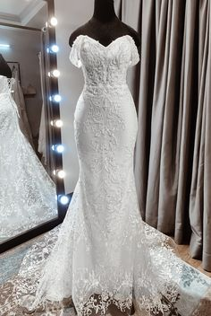 Classic, chic yet modern bridal dress for summer wedding ceremony... The dream form-fitting silhouette with a long train complements every curve of your body, perfect for brides who want something sexy yet graceful. #mermaidweddingdress #laceweddingdress Mermaid Gown, Mermaid Sweetheart, Lace Mermaid, Mermaid Silhouette, Custom Wedding Dress, Bridal Lace, Shoulder Sleeve, Mermaid Wedding, Summer Wedding