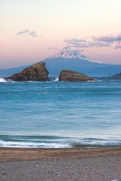 Mount Fuji, Ushitsukiiwa twin-rocks