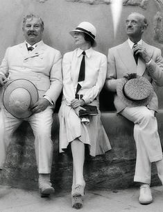 Peter Ustinov, Maggie Smith and David Niven.    During production for Death On The Nile.