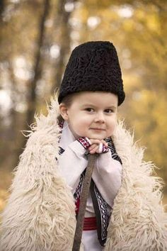 Marilena Vladoi - Google+ Gorilla Suit, Visit Romania, My Heritage, Cloak, How Beautiful, Ethiopia, Ukraine, Winter Hats, Crochet Hats