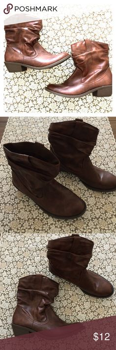 American Eagle short brown boots Size 8💕 American Eagle short brown boots Size 8💕. Excellent condition. American Eagle Outfitters Shoes Ankle Boots & Booties