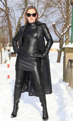 Leather Leggings, Leather Gloves, Heavy Metal Girl, Sexy Stiefel, Sexy Women, Leder Outfits, Crazy Outfits, Sexy Boots, High Boots