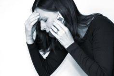"""Sinal que voce precisa desconectar do celular   Você tem dor de cabeça constante:   Além de causar cansaço visual, uso excessivo da tela do celular também pode resultar em dores de cabeça e fadiga. E isso não é o único efeito que nosso dispositivo digital tem em nosso cérebro. De acordo com um estudo, os smartphones podem causar """"demência digital"""", o que cria problemas cognitivos e de perda de memória de curto prazo. .:. #focoemvidasaudavel #vidaativaesaudavel"""