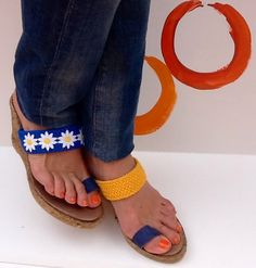 Modelo TIBESTI con margaritas Visita nuestra página de FB Ioo Ideas https://www.facebook.com/ideasioo #shoes#sandalias#fashion#moda#complementos