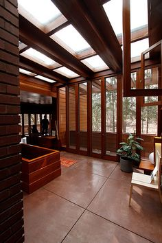 An absolute classic, but still a tour-de-force of design - Affleck house, Frank Lloyd Wright. Frank Lloyd Wright Buildings, Frank Lloyd Wright Homes, Organic Architecture, Interior Architecture, Bauhaus, Usonian House, Deco Design, Cottage, Home Remodeling