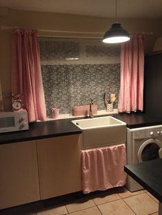 Sink curtain