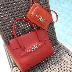 Combinação quente! #shoestock #verao2015 #itbag #summerbag  Ref 09.06.0173 - 09.03.0149