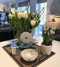 Kitchen Living, Living Room, Kitchen Vignettes, Spring Flowers, Floral Arrangements, Family Room, Table Settings, New Homes, Design Inspiration