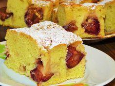 Prajitura frageda cu prune este desertul ideal de weekend. Se prepara usor si este foarte gustoasa. Ingrediente Prajitura frageda cu prune: 5 oua 3 cani faina 1 cana zahar 1 plic zahar vanilat 1 lingurita coaja de lamaie 3/4 cana ulei 2 lingurite praf de copt 500 g prune Topping: Cornbread, French Toast, Muffin, Food And Drink, Cooking Recipes, Breakfast, Ethnic Recipes, Sweet Treats, Millet Bread