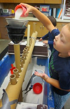 The cardboard tubes create such a variety of play for the children in the sand table. Reaching up is also good for building strength and coordination, also good for counting skills. Sensory Table, Sensory Bins, Sensory Activities, Sensory Play, Preschool Activities, Reggio Emilia, Sand And Water Table, Water Tables, Play Based Learning
