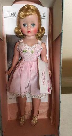 "Vintage Madame Alexander 9""Cissette Doll W Wrist tag In Box Excellent!!!"