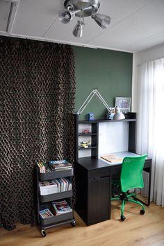 Wand met camouflagenet