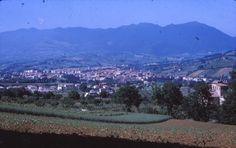 Giugno 1970 - Panoramica di Matelica dall'antica villa Roversi (in primo piano sul lato destro)