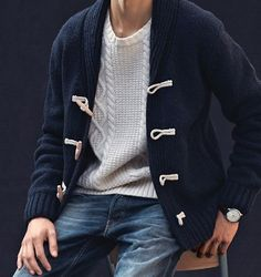 Street style tendance : sweaters on sweaters Sharp Dressed Man, Well Dressed Men, Cable Sweater, Men Sweater, Sweater Jacket, Cable Knit, Estilo Navy, Look Fashion, Mens Fashion